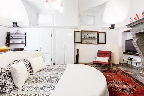 Historic Apartment in Romantic Lakeside Setting Appartamento storico bordo lago