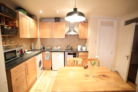 Bedroom in Dublin City Centre (for up to 3 Guests)