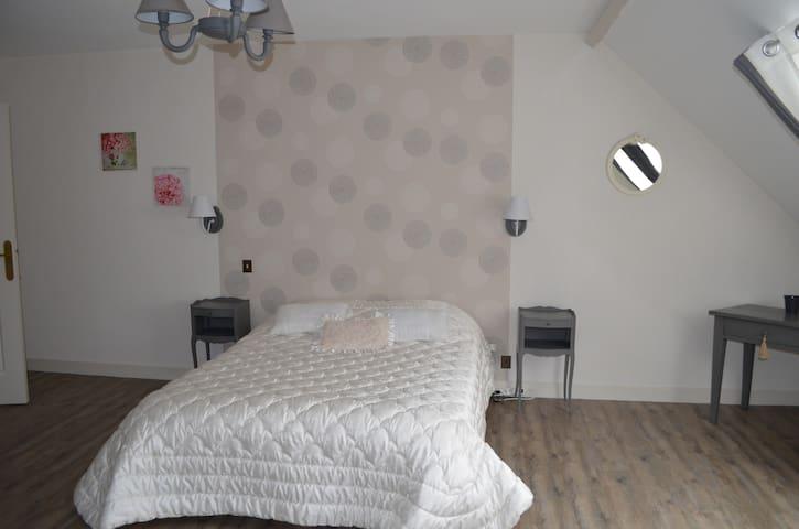 Chambre dans belle maison Dompierre/Besbre - Dompierre-sur-Besbre
