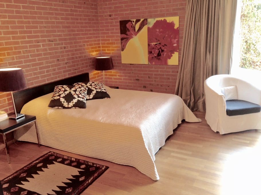 Your bedroom with queen size bed (160 cm) and wardrobe and desk, internet and beautiful private garden