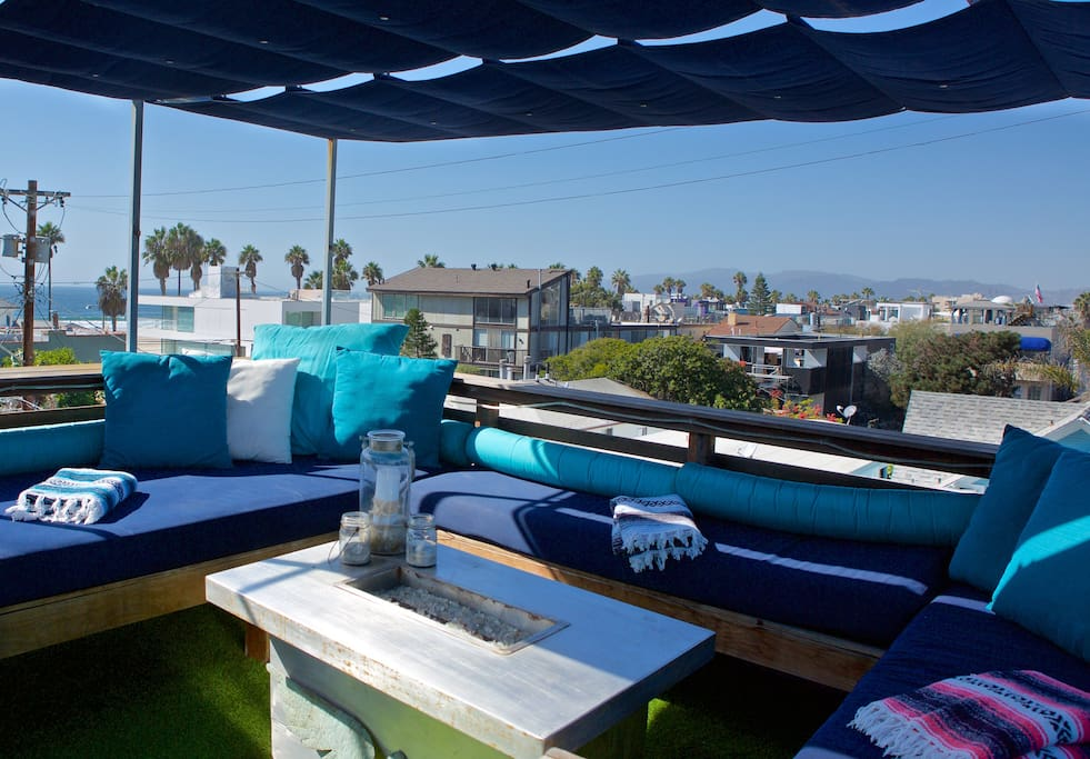 Private roof deck with 360 degree views of beach & LA
