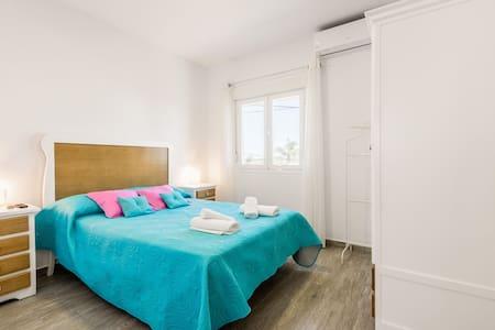 Modern studio apartment - La Higuera 2
