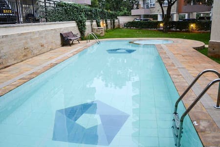 Charming uptown lifestyle:pool,gym & sauna!