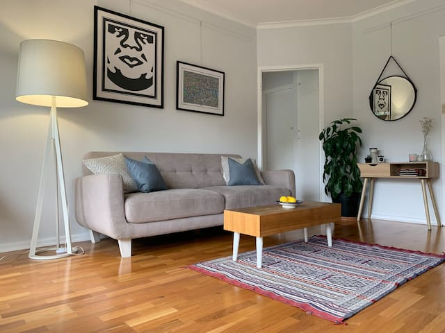 Delightful East Adelaide flat minutes from CBD