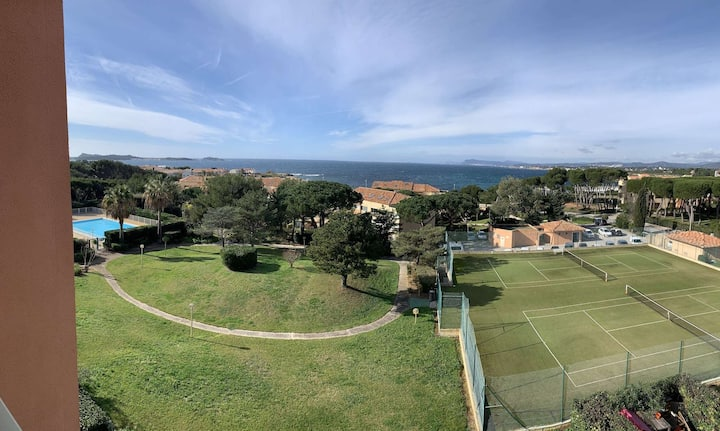 Sea front apartment in domain with tennis and pool