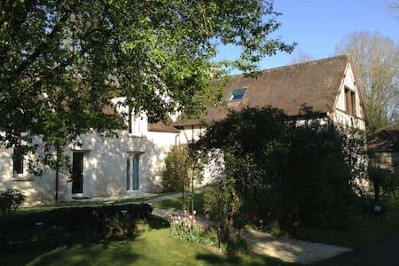 Maison de la rivière - Varennes-Jarcy - Haus