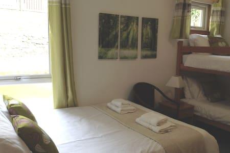 Family room en-suite- sleeps 4 - Pitlochry