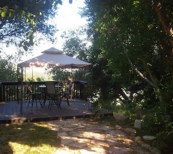 Ojai Highlands, room and bath, private entrance - Ojai - Casa