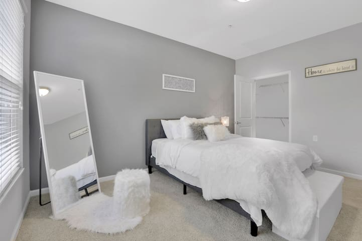 Cozy comfortable Queen size bed with plenty of throw pillows. So comfortable you could sleep all day! Full body mirror with a furry ottoman for an ever important quick outfit check.