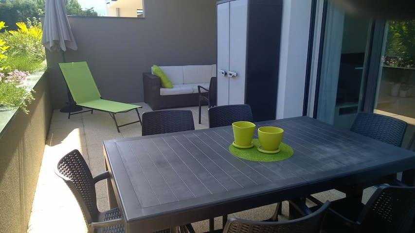 Joli T2 avec grande terrasse - Eybens - Apartemen