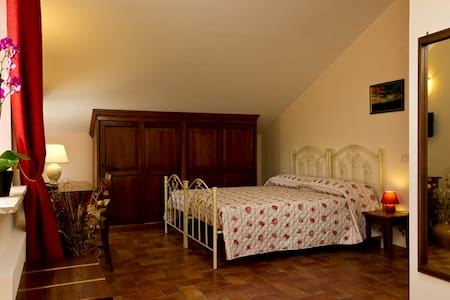 Camera tripla in b&b con piscina e ristorante - Mogliano - Bed & Breakfast