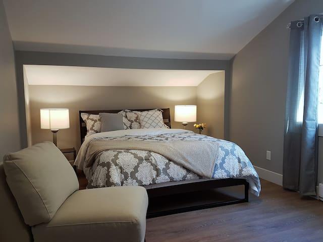 Bedroom #2 Quin size Master Suite en-suite bathroom,located on top floor.