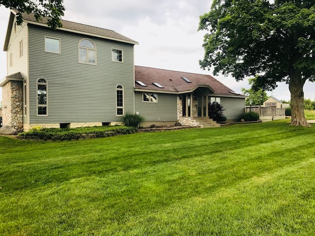 Ludington Twin Maple Retreat (entire home w/pool)