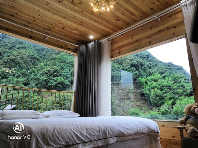 月亮湾景观漂流木屋