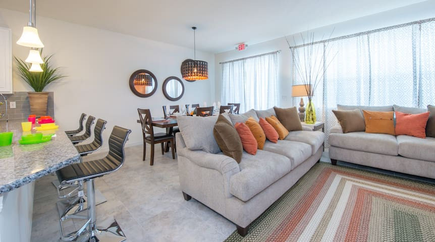 New 4BR TownHome close to parks!! - Kissimmee  - House