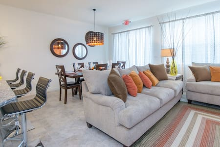 New 4BR TownHome close to parks!! - Kissimmee  - Haus
