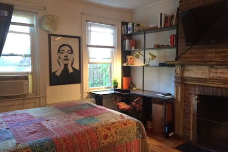Heart of West Village (Greenwich Village) studio. - New York - Apartment