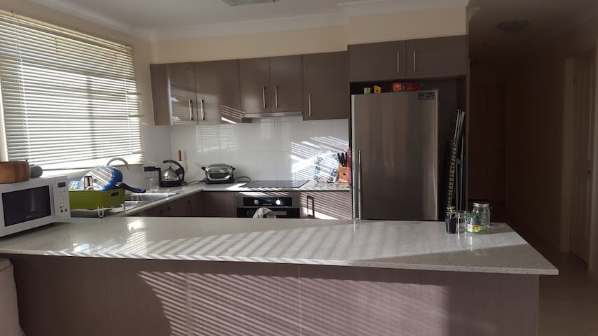 Neat and tidy 3 bedroom - Tamworth - Huis