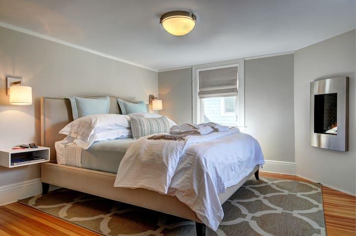 Luxury Hampton B&B Benedict Suite