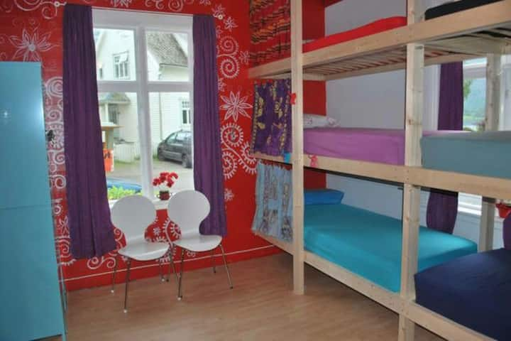 1 bed in a mixed dorm in a family home near Voss.