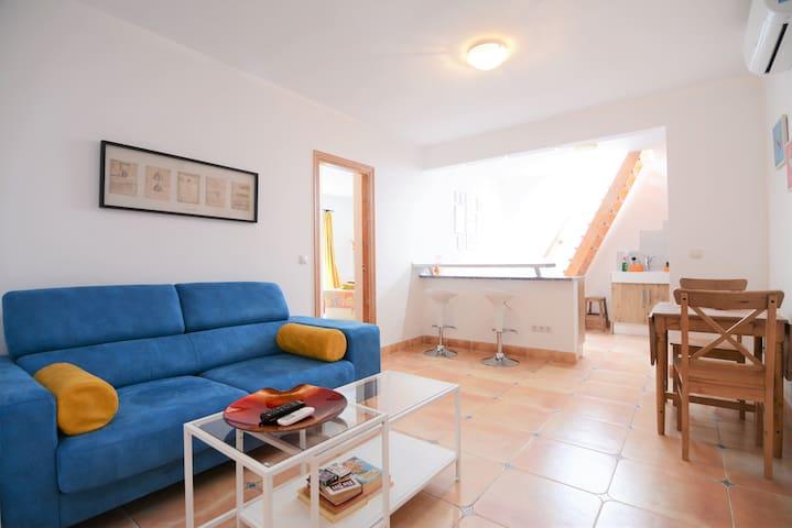 Bel appartement sur rue tranquille (65P)