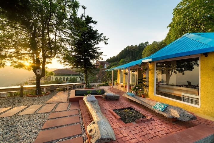 Seclude Mussoorie - Wooden Heart (Private room)