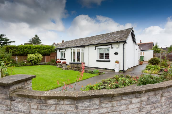 Gatehouse Cottage Detached Dogs welcome 4 beds