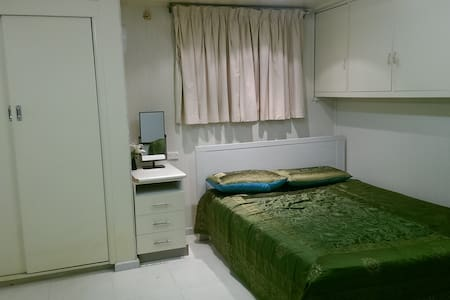 Self contained studio room for short stay - Mount Waverley - Casa