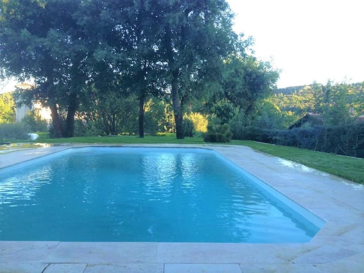 Beautiful Bouilladisse house with large garden and swimming pool