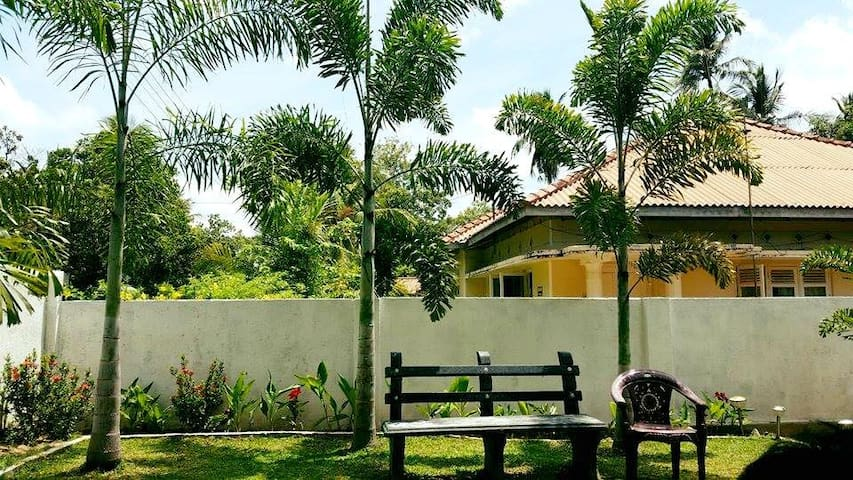 Standard A/C room - Anuradhapura - Casa