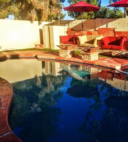 1 bedroom, several luxeries, gorgeous pool area!