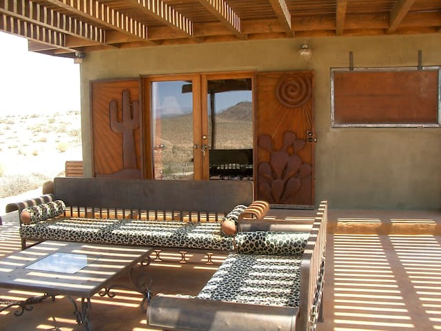 Views, views, views - Welcome to the Love Shack! - Joshua Tree - Chalet
