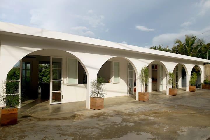 La Casa Paraiso- Ocean Views-Open Plan Villa