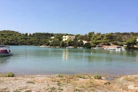 Quiet apartment between sea and center (2)