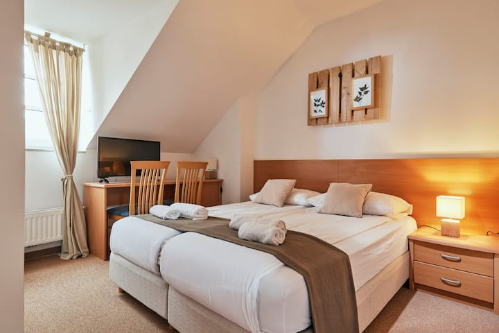 Oštarija-Herbelier in small herbal themed hotel, located near Spa & wellnes centre, in the heart of Dolenjske Toplice.