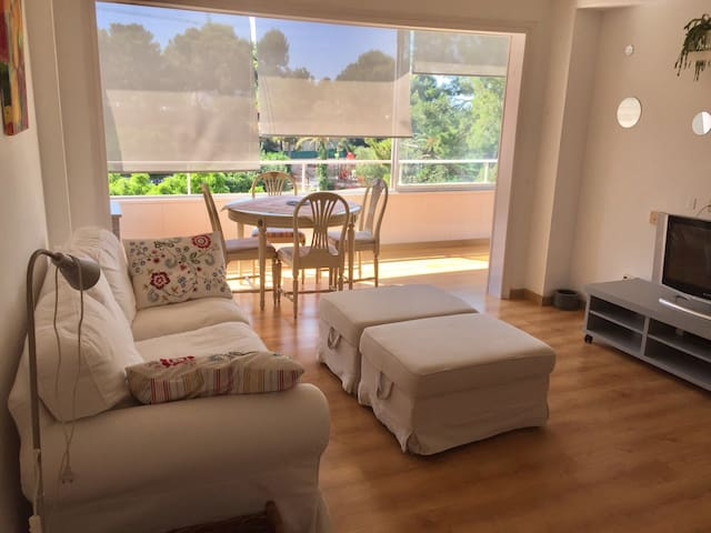Cozy apartment, walking distance to the beach