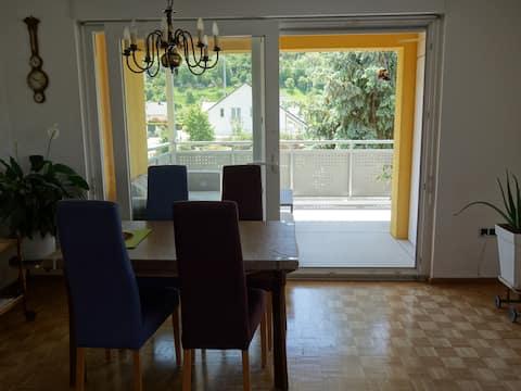 Komplette Wohnung mit Balkon