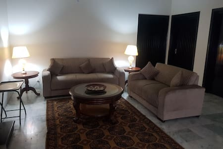 3 bed place in Johar Town near Emporium n Expo
