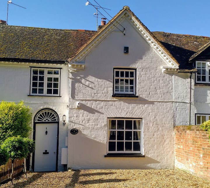 Cottage in Hartley Wintney/Business Users/Parking