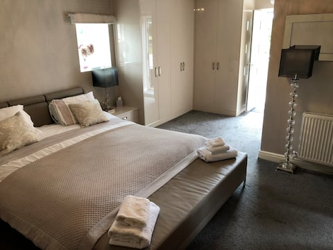 The Oaks - A luxurious 5 star private room