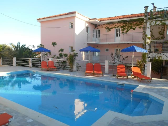 Odyseas Studios With Swimming Pool And Sea Views!!