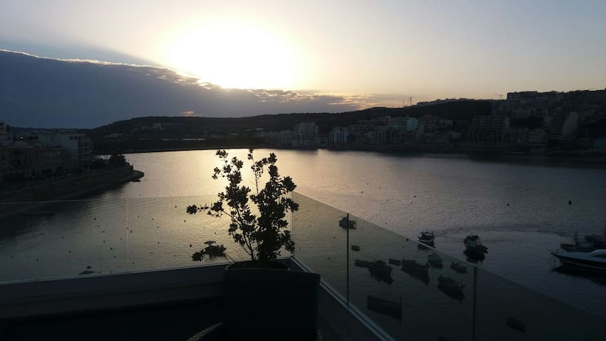 Luxurious studio penthouse on a panoramic harbour - Saint Paul's Bay - Appartement