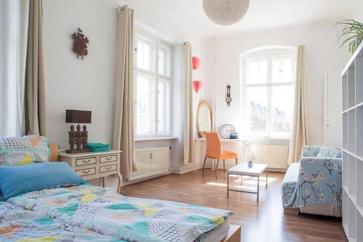 Sunny room with balcony in Berlin Prenzlauerberg