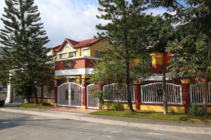 Beautiful Home near SM Molino & Vermosa Ayala