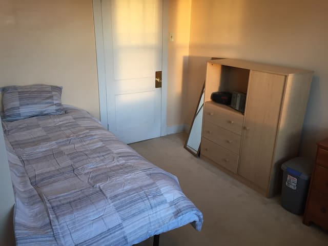 Twin bed - spacious room