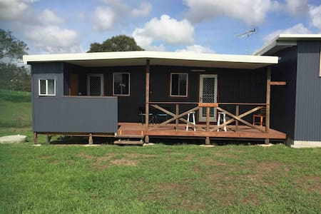 *C'Da Vu Cabin* OPEN. Rural setting 4Km to Gympie.