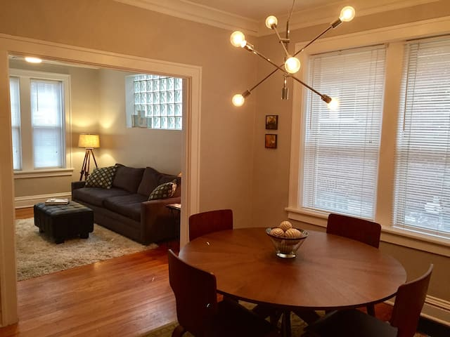 Modern 2 Bed. Apt., 2 blocks to Tower Grove Park - St. Louis - Apartment
