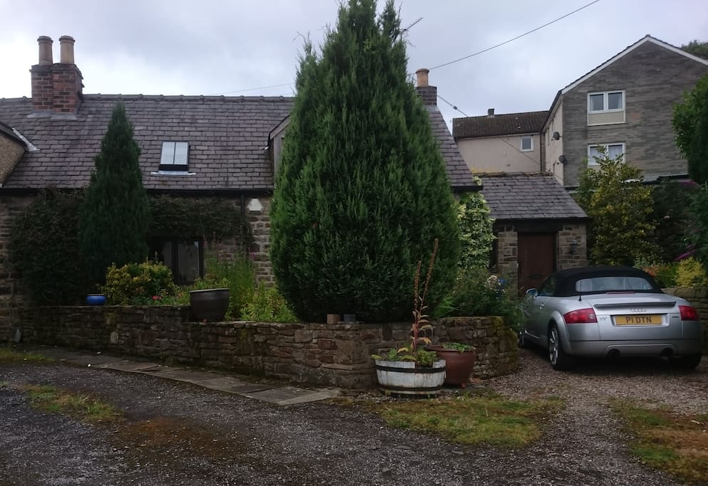 Cruck Cottage showing parking area