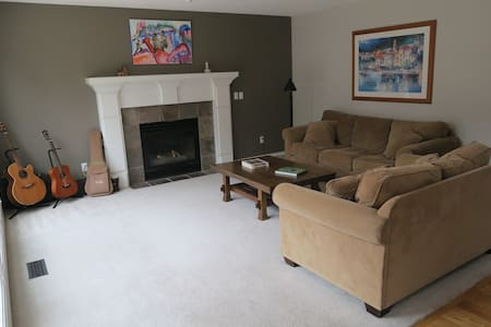 Single Family Home in Happy Valley - Happy Valley