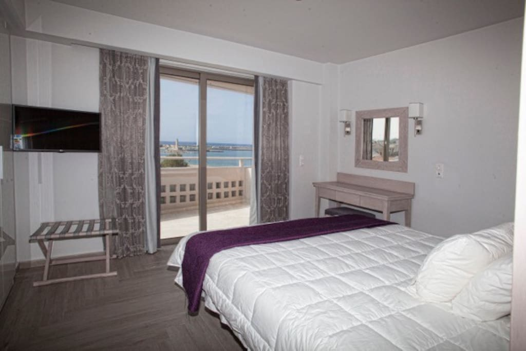 This large ensuite faces the best views in Rethymno including the town, The Fortezza, and the sea. Enjoy the sunset from the balcony that extends from this bedroom.